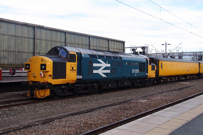 3) 37 025 at Crewe on 27th September 2016