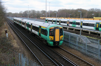 377 114 passing Tonbridge West Yard on 4th February 2015 (2)