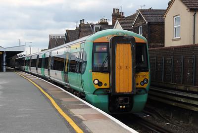 377 126 at Tonbridge on 8th July 2016