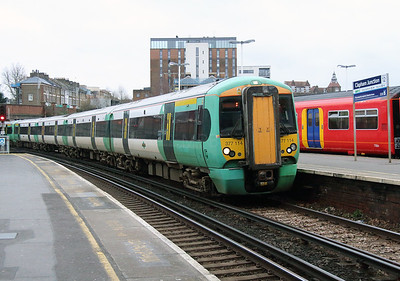 377 114 at Clapham Junction on 25th January 2016