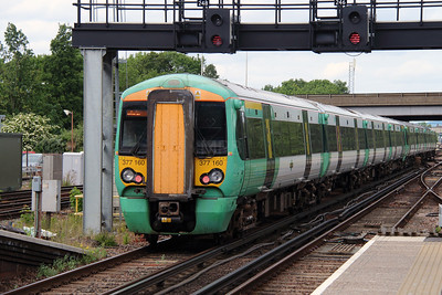 377 160 at Gatwick Airport on 17th June 2015 (2)