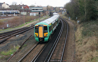 377 114 passing Tonbridge West Yard on 4th February 2015 (3)