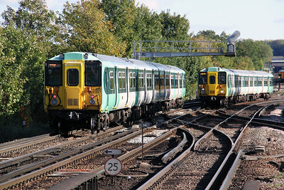 455 832 at Balham on 20th October 2010