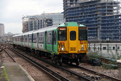 455 814 at Battersea Park on 25th January 2016