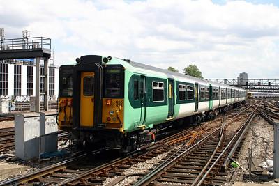 3) 455 823 at London Bridge on 11th June 2004