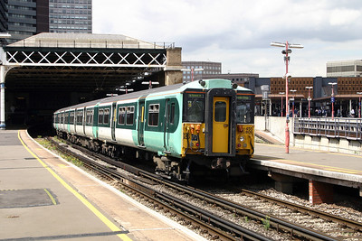 455 809 at London Bridge on 11th June 2004