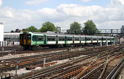 455 824 at London Bridge on 11th June 2004
