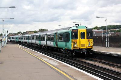 455 842 at Selhurst on 18th August 2010 (1)