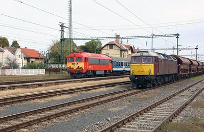 418 126 & 47 375 at Szentlorinc on 5th October 2019 (1)