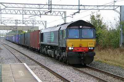 66 425 at Acton Bridge on 14th October 2014 (3)