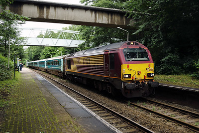 67 022 at Runcorn East on 29th June 2017 (10)