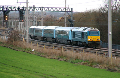67 001 at Winwick Junction on 19th December 2014 (2)