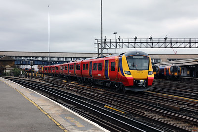 3) 707 004 at Clapham Junction on 29th March 2017