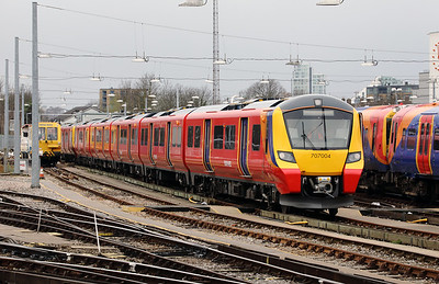 1) 707 004 at Clapham Junction on 29th March 2017