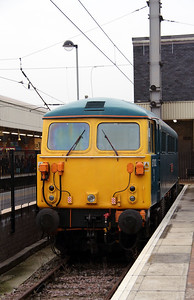 87 002 at Warrington Bank Quay on 13th December 2013