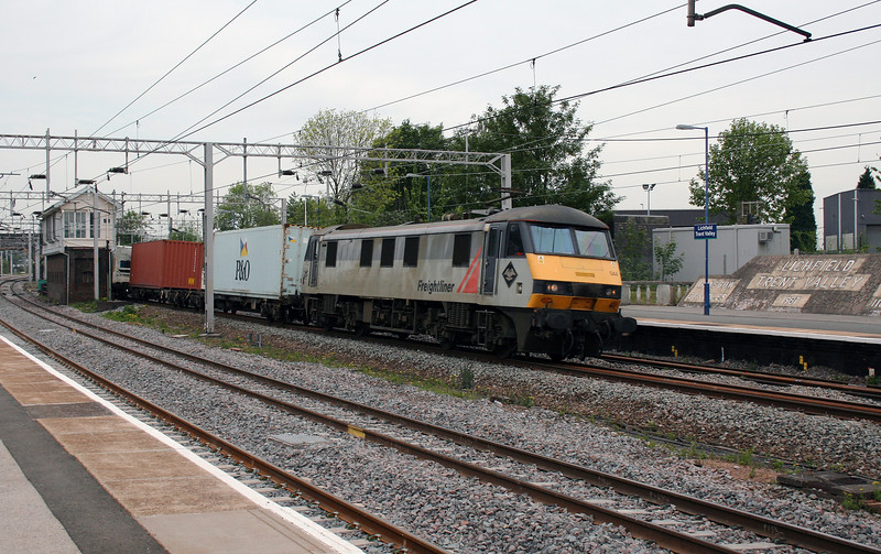 90 044 at Lichfield Trent Valley on 21st  May 2007