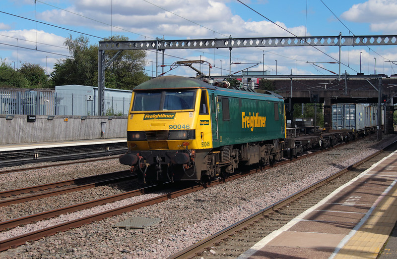 90 046 at Tamworth Low Level on 26th August 2016
