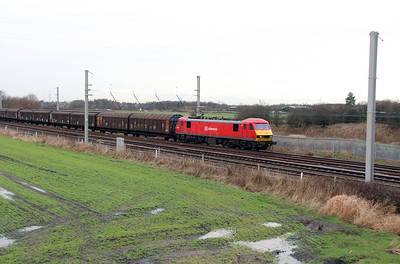 3) 90 036 at Winwick Junction on 19th December 2013 working 6M02 0634 Shieldmuir to Warrington RMT