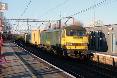 90 016 at Runcorn on 2nd December 2014 (2)
