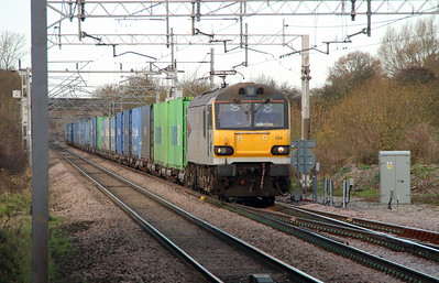 92 024 at Acton Bridge on 2nd December 2014 (4)