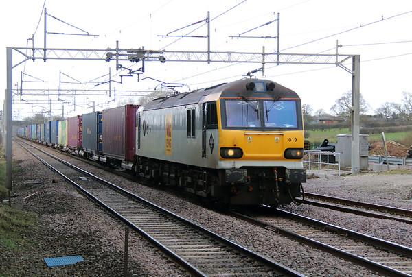 92 019 at Acton Bridge on 24th February 2015 (3)