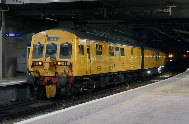 901 001 at Manchester Piccadilly on 15th July 2006