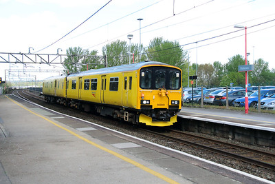 950 001 at Runcorn on 7th May 2015 working 2Q08 (7)