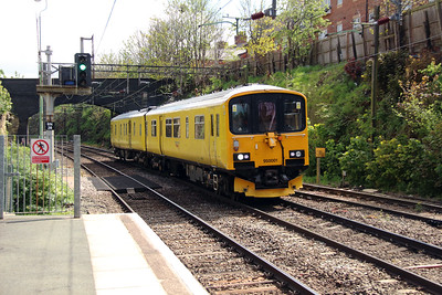 950 001 at Runcorn on 7th May 2015 working 2Q08 (4)