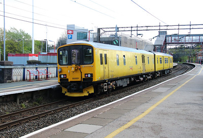 950 001 at Runcorn on 7th May 2015 working 2Q08 (9)