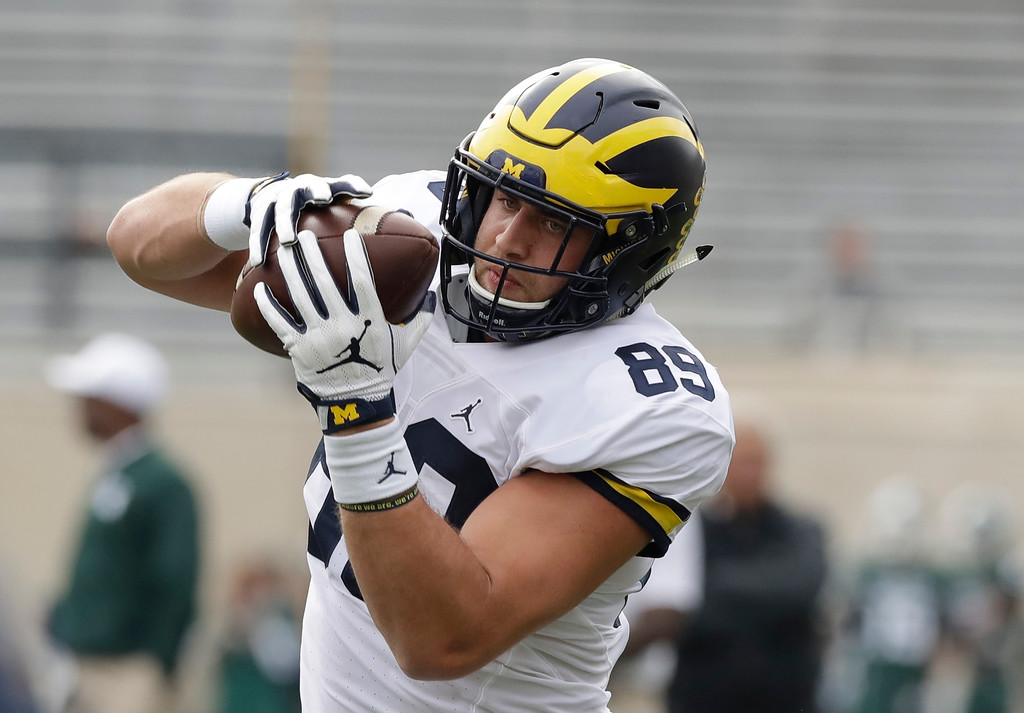 . Michigan tight end Ian Bunting makes a catch before the college football game against Michigan State, Saturday, Oct. 29, 2016, in East Lansing, Mich. (AP Photo/Carlos Osorio)
