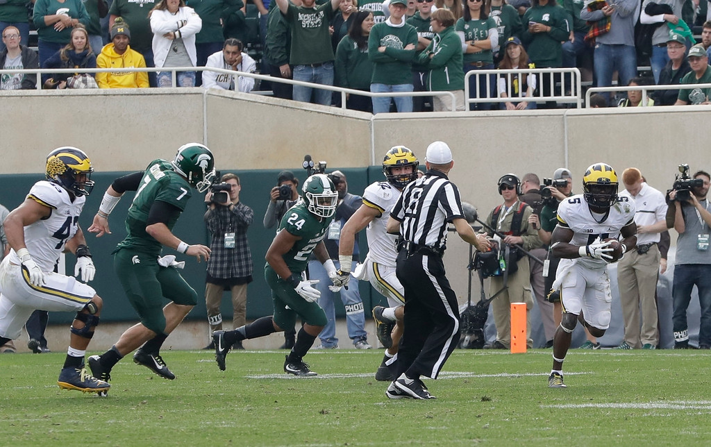 . Michigan linebacker Jabrill Peppers, right, picks up a fumble during a Michigan State two-point conversion and outruns the Spartan defense for a safety during the second half of a college football game, Saturday, Oct. 29, 2016, in East Lansing, Mich. (AP Photo/Carlos Osorio)