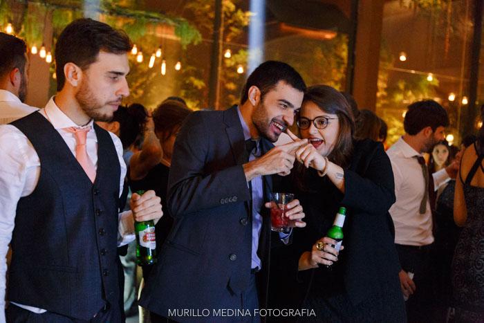 Casamento de Fernanda e Francisco em 12/10/2013. Cerimônia e festa: Condomínio Golden Towers, Morumbi - SP. Foto: Flavia Companhoni Medina. Todos os direitos reservados.