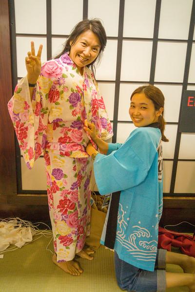 Dressing in yukata - Ryokan exhibit at J-Pop Summit 2015