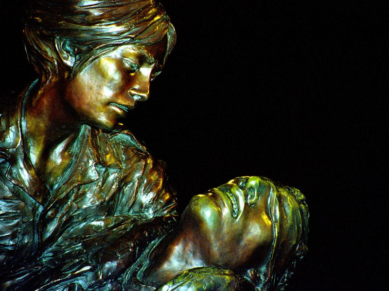 Statue of nurse caring for injured soldier at the Vietnam War Nurses Memorial