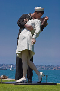 Sailor Kissing Nurse Statue, San Diego CA