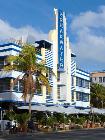 Art Deco Hotel and Sidewalk Cafe in South Beach
