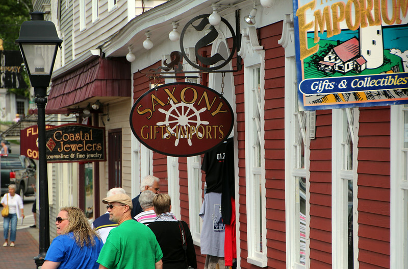 Kennebunkport Maine, Shoppers and Walkers
