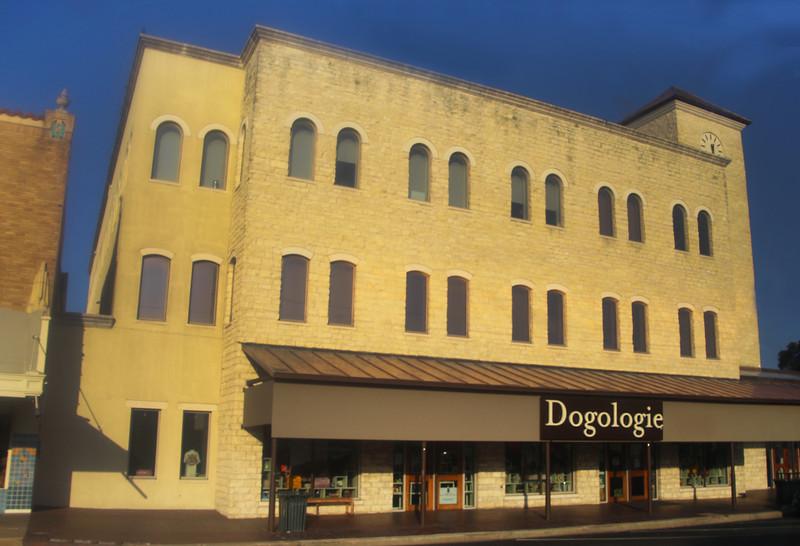 Fredericksburg Texas, Dogology Pet Store