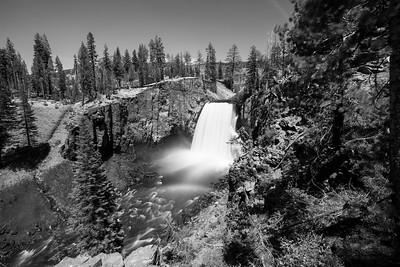 Rainbow Falls & Middle Fork San Joaquin River. Rainbow Falls Viewpoint. Devils Postpile National Monument, CA, USA