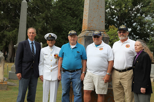 Wes Verkaart (Macdonough great great grandson); Thomas Russell III (a relative of Thomas Macdonough's brother); USS Macdonough shipmates: Ken Hall, Merrill Lewis, Gary Beanland; Isabelle Verkaart (Macdonough great great granddaughter).
