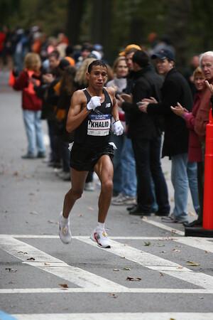 Khalid Khannouchi running hard in sixth