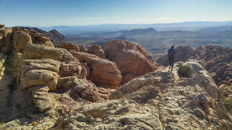 A melhor vista de Las Vegas |  Caminhando na Calico Tanks Trail, Red Rock Canyon, Las Vegas, NV