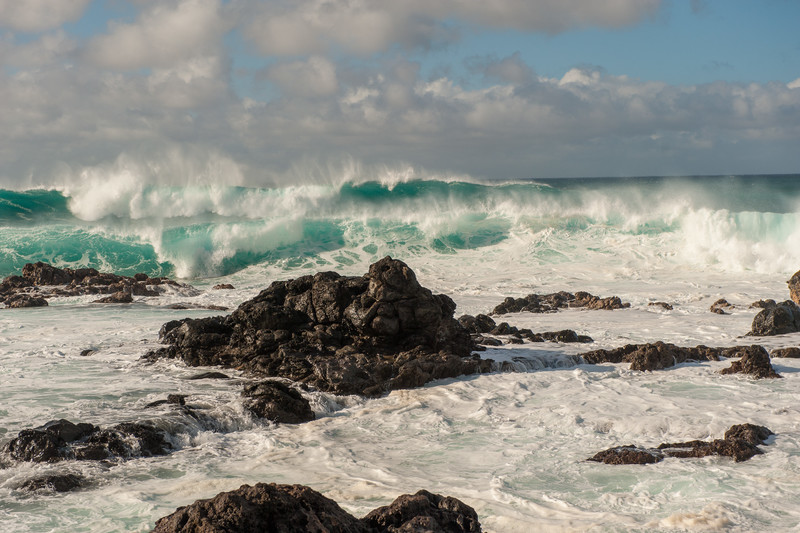 Big waves on Maui's North Shore, Paia: Maui Travel Guide + Maui Travel Tips