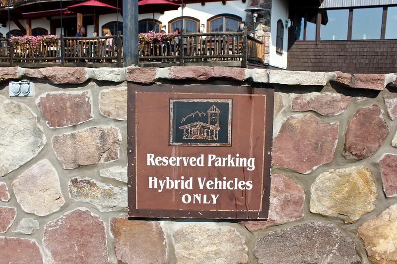 sign at the Golden Arrow Lakeside Resort