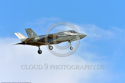 F-35USMC 00040 A landing Lockheed Martin F-35B Lightning II USMC 169166 VMFA-121 GREEN KNIGHTS VK tail code stealth jet fighter 7-2016 military airplane picture by Peter J  Mancus