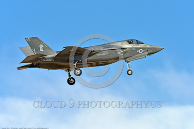 F-35USMC 00038 A landing Lockheed Martin F-35B Lightning II USMC 169166 VMFA-121 GREEN KNIGHTS VK tail code stealth jet fighter 7-2016 military airplane picture by Peter J  Mancus