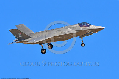 F-35USMC 00026 A landing Lockheed Martin F-35B Lightning II USMC 169165 VMFA-121 GREEN KNIGHTS VK tail code stealth jet fighter 7-2016 military airplane picture by Peter J  Mancus