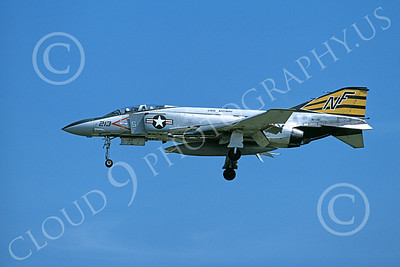 F-4USN 00040 A landing McDonnell Douglas F-4J Phantom II US Navy 157251 VF-151 VIGILANTES USS Midway 9-1979 military airplane picture by Masumi Wada