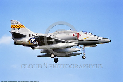 A-4USN-VC-5 0002 A landing Douglas A-4E Skyhawk USN 151096 VC-5 CHECKERTAILS UE code 1977 military airplane picture by Hideki Nakagubo