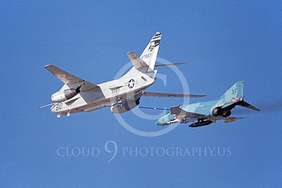 F-4USN 00786 A Douglas KA-3 Skywarrior refuels a McDonnell Douglas F-4J Phantom II US Navy VX-4 EVALUATORS 10-1972 military airplane picture by Michael Grove, Sr